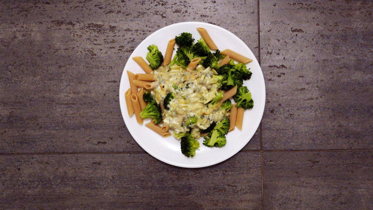 makaron z brokułami - proste przepisy Jest Pięknie