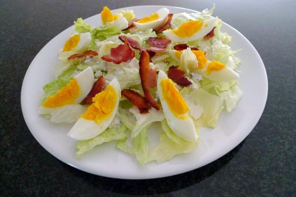 Sałata z sosem z sera pleśniowego