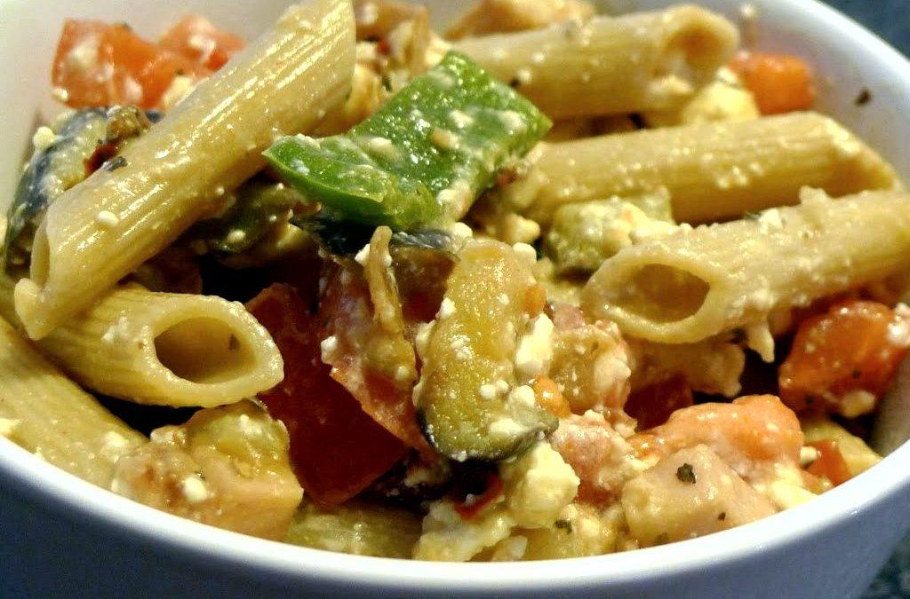 Makaron z warzywami i fetą