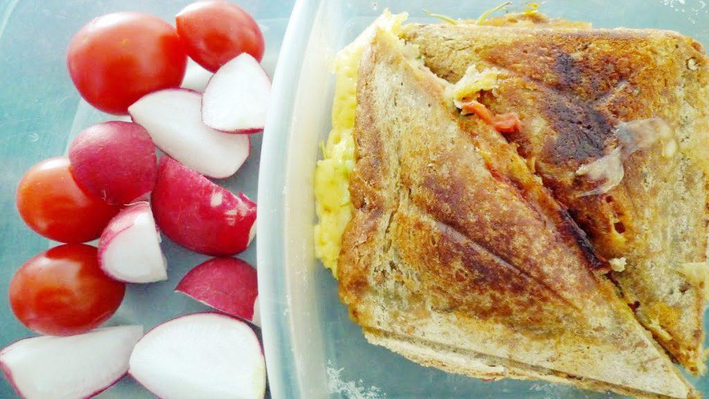 Co brać do pracy: tosty z awokado i szpinakiem