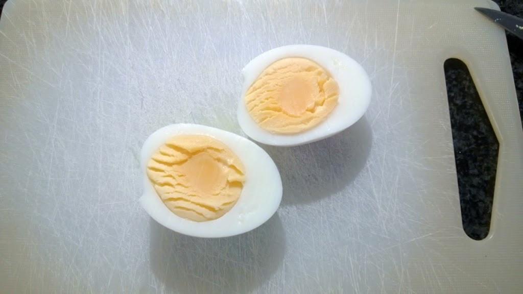 Jak łatwo ugotować jajka na twardo?