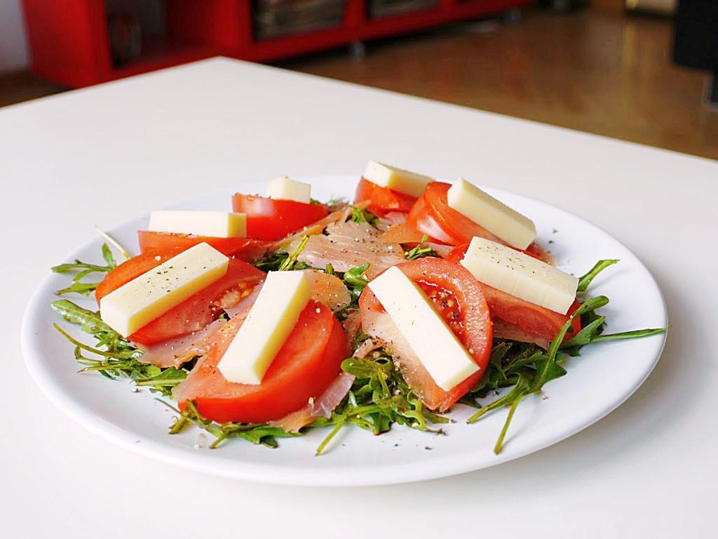 salata z lososiem