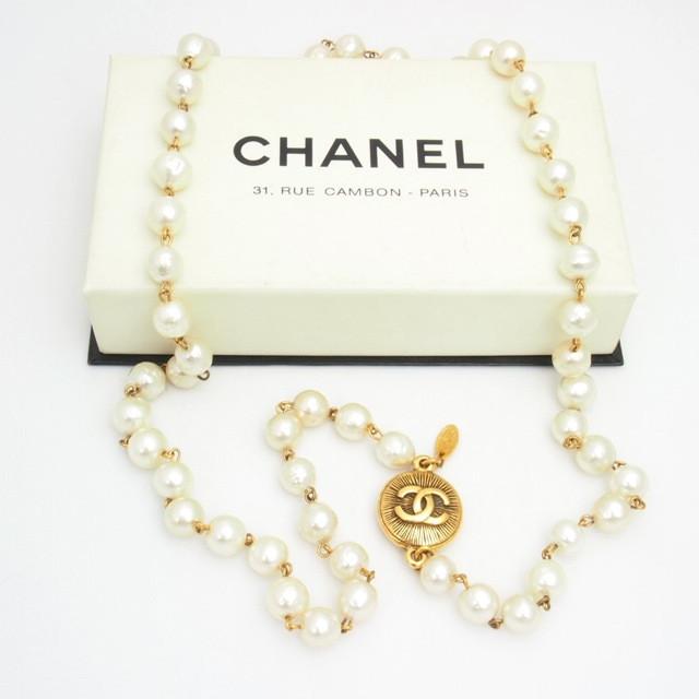cb31a35688b2c Naszyjnik z pereł Chanel - ile kosztuje? - Jest Pięknie