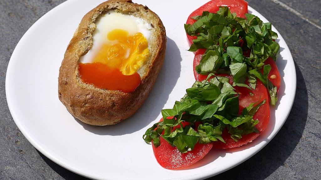 Jajko sadzone w bułce