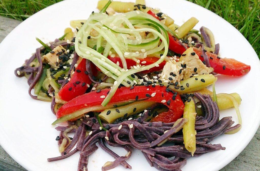Orientalna sałatka makaronowa