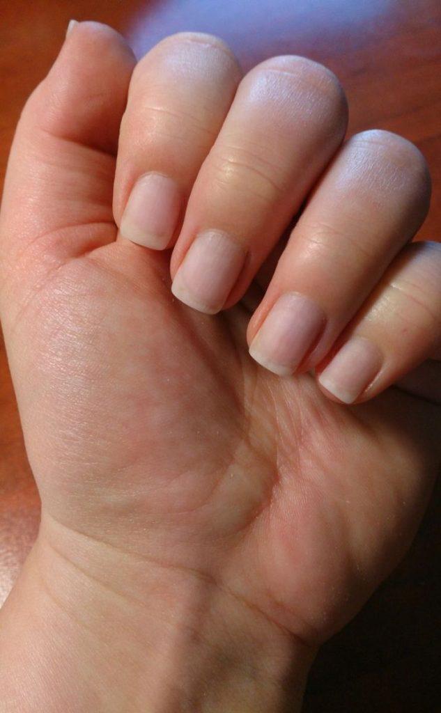 odrośnięte paznokcie z żelem