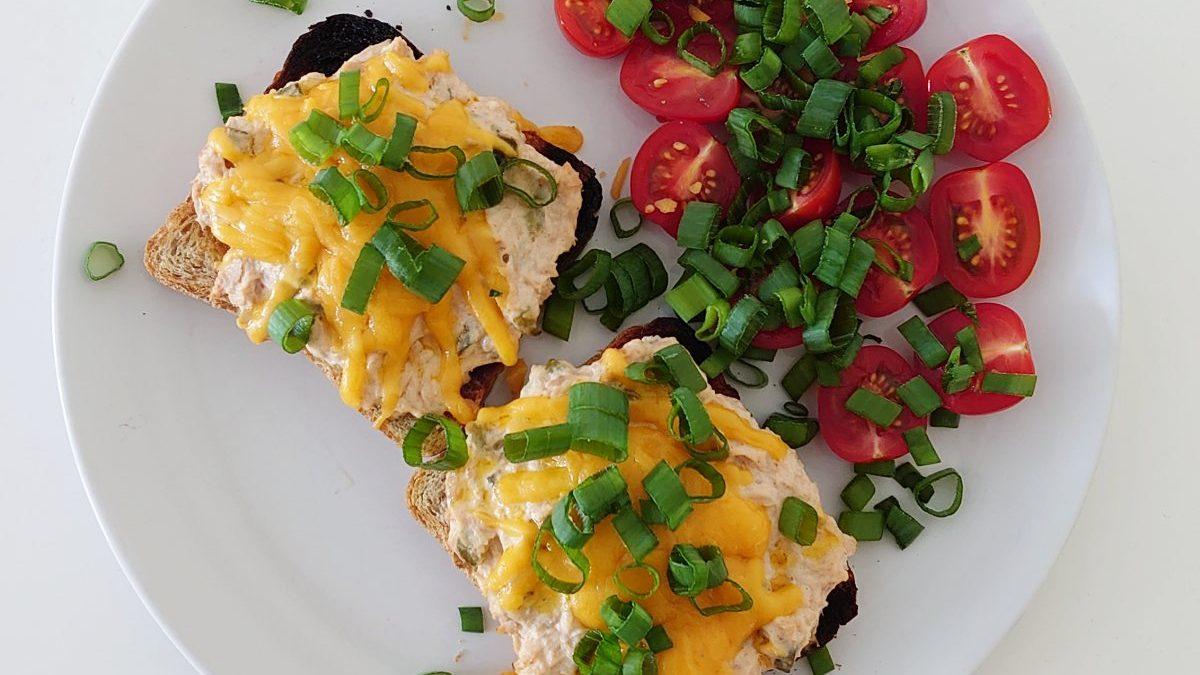 Zapiekane kanapki z tuńczykiem i serem