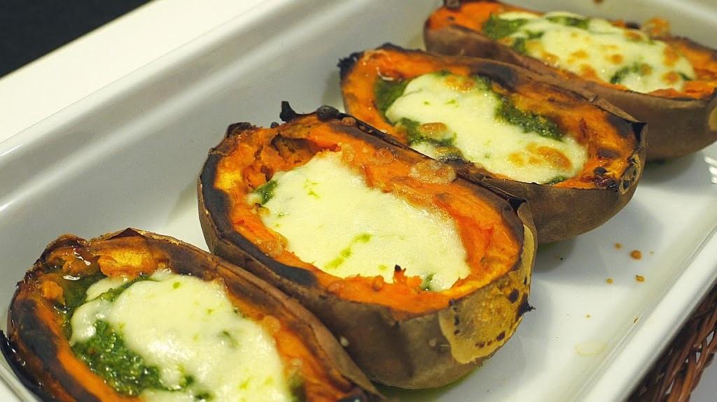 Pieczone słodkie ziemniaki z pesto