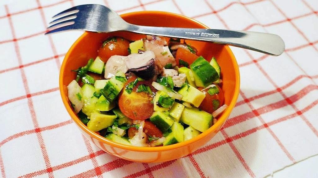 salatka-z-owocami-morza