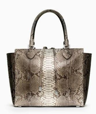 01c48fe0efa34 Dlaczego ktoś miałby sprzedawać torebkę wartą ponad 1000 zł za niecałe 200  zł? Poza tym, zanim się na coś zdecyduje – lepiej poszukać ...