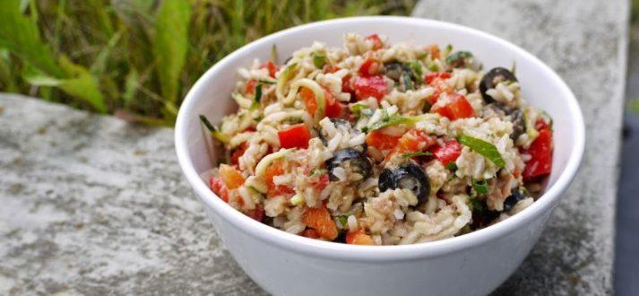 salatka ryzowa z tunczykiem