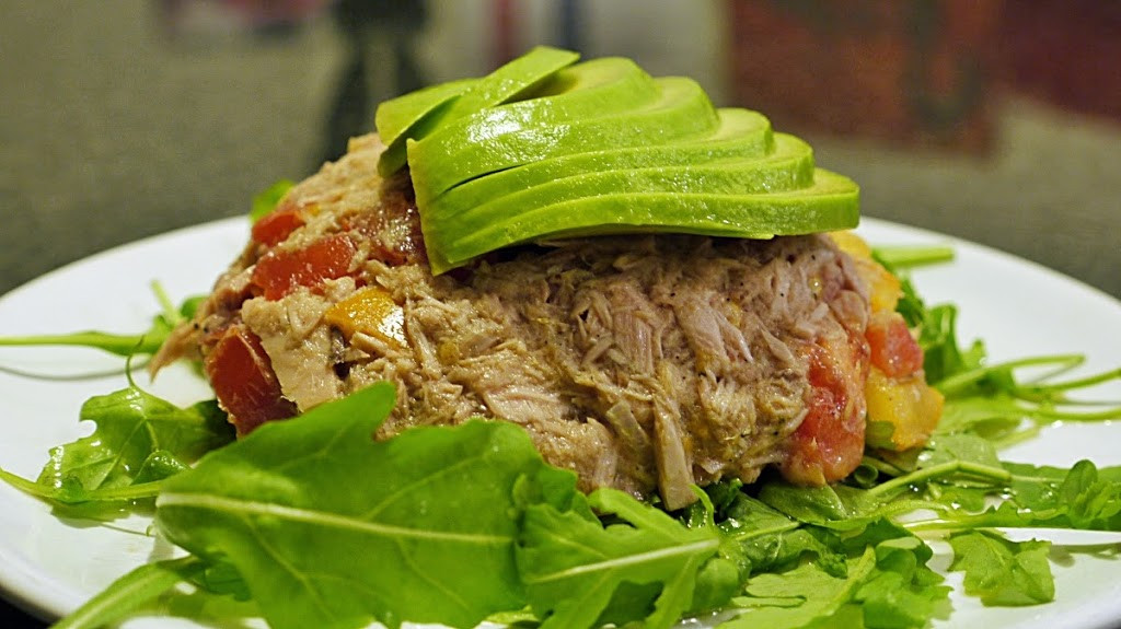 sałatka z tuńczyka z awokado