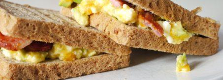 pasta z awokado z jajkiem