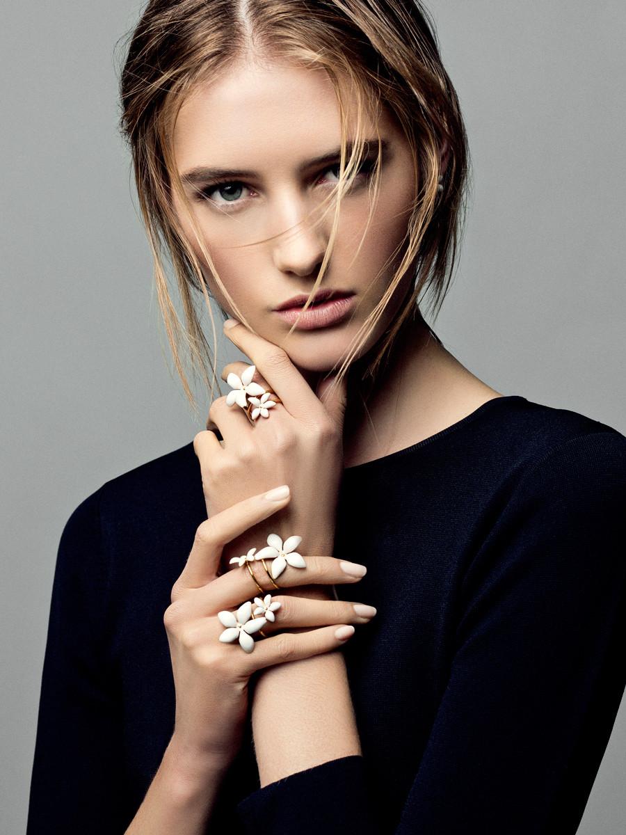 Biżuteria Falling Jasmine Carolina Herrera