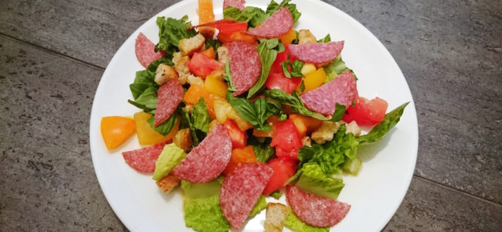 letnia salatka z salami