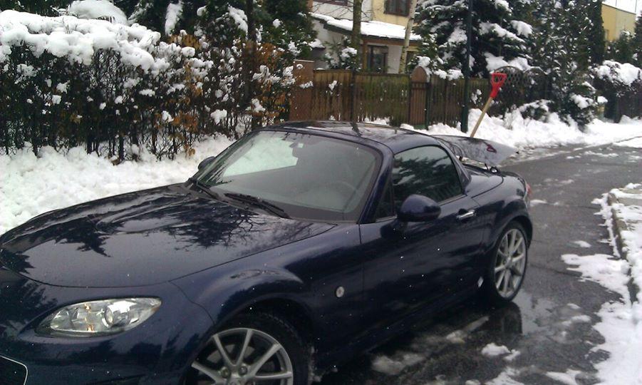 Mazda zimą, wyjątkowo z dachem