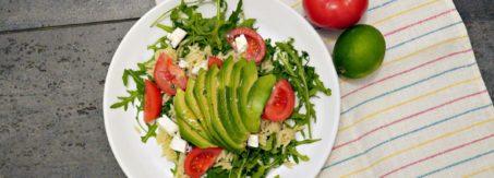salatka z awokado i feta
