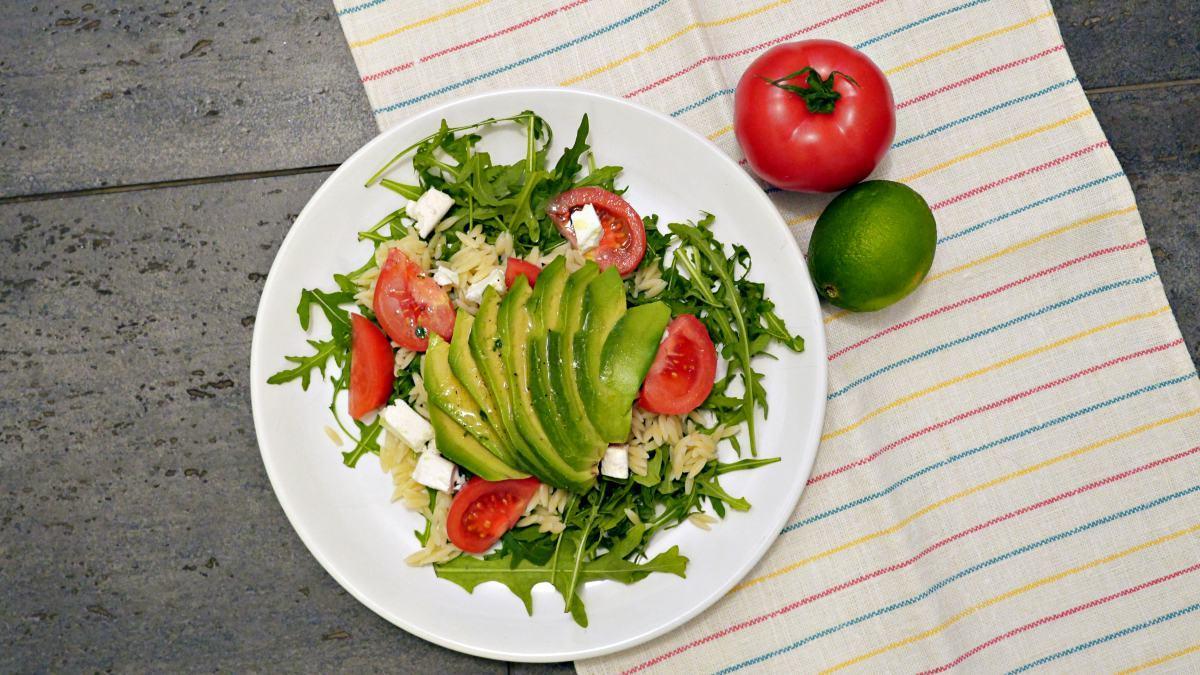 salatka z awokado i feta - proste przepisy Jest Pięknie