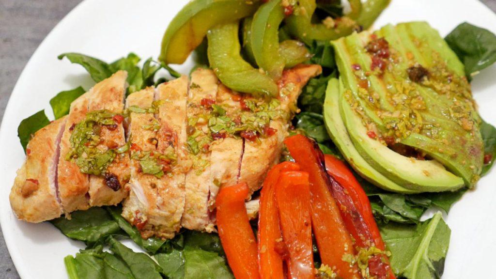 salatka z zkurczakiem i awokado