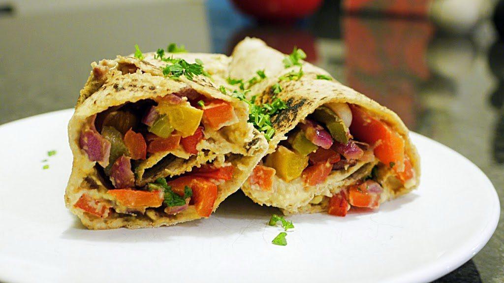Wrap z grillowanymi warzywami i hummusem