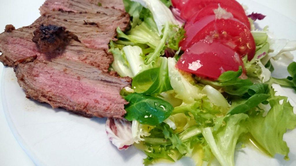 salata z wolowina i pomidorami 03