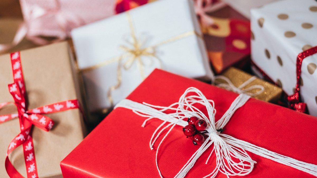 50 prezentów do 50 zł: biżuteria, torebki, dodatki