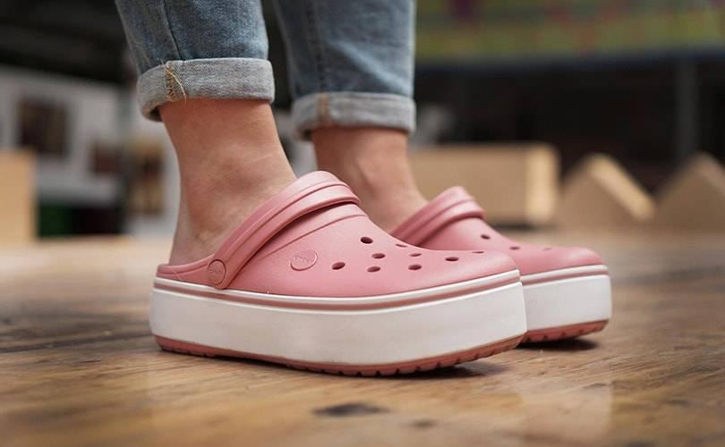 Crocsy to najlepsze buty na lato