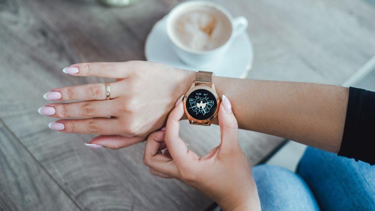 Najładniejsze damskie smartwatche – od 100 zł!